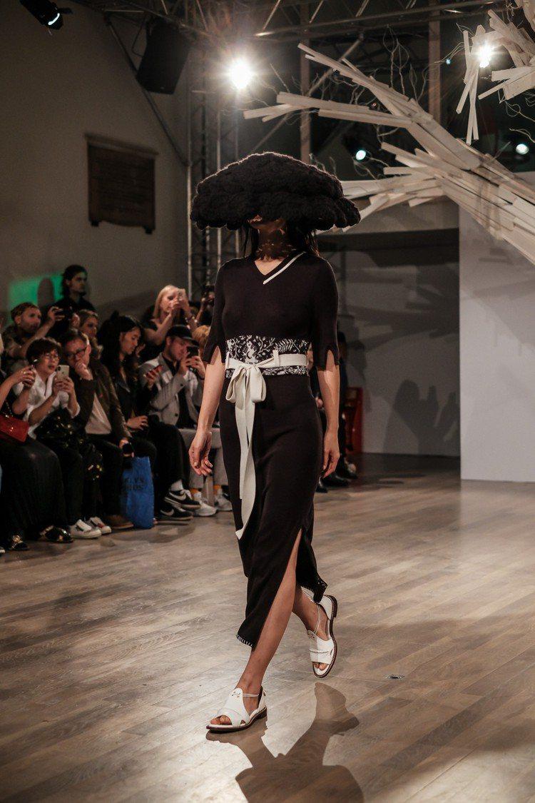 APUJAN2019春夏時裝系列主題為「那些消逝中的奇異生物」。圖/ APUJA...