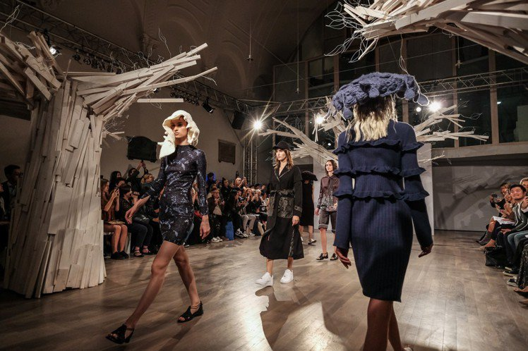 APUJAN2019春夏系列秀上有多種立體針織帽飾。圖/ APUJAN提供