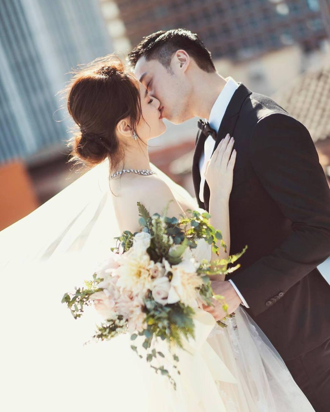 阿嬌(左)年初答應賴弘國的求婚。圖/摘自IG