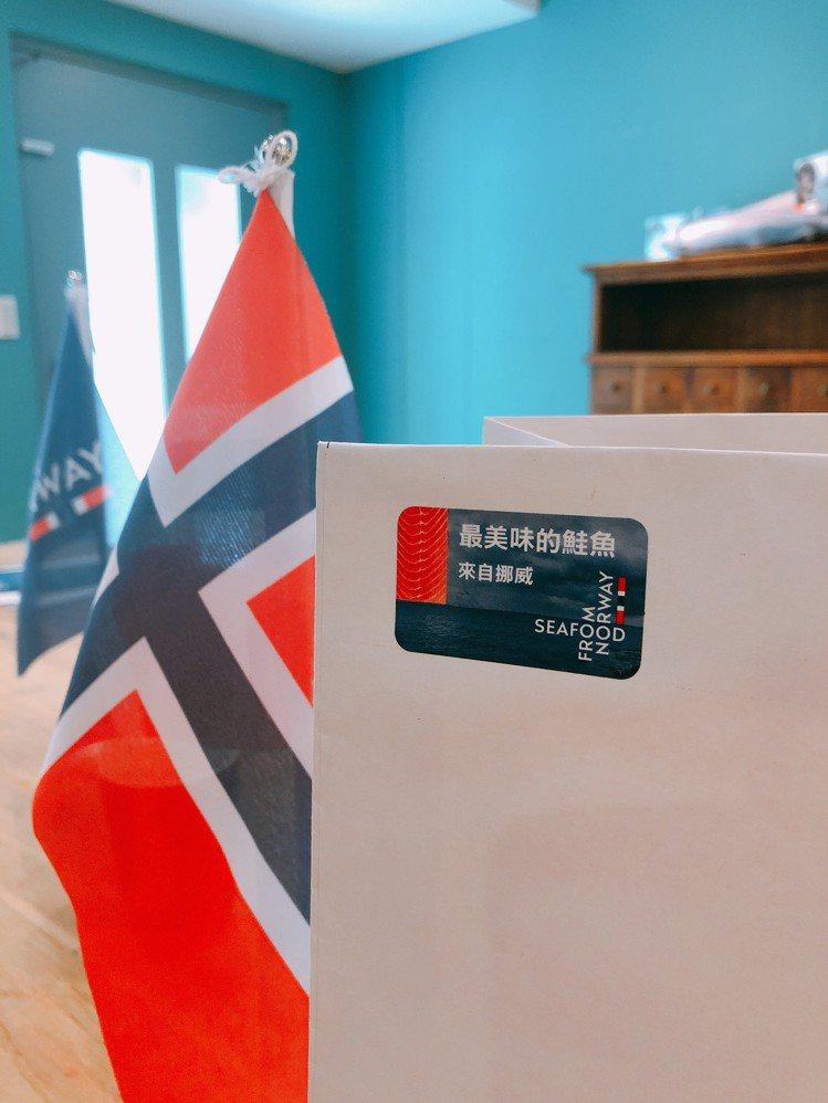 在指定通路選購「挪威海產」標示的商品即可索取烤鮭魚食譜。記者黃筱晴/攝影