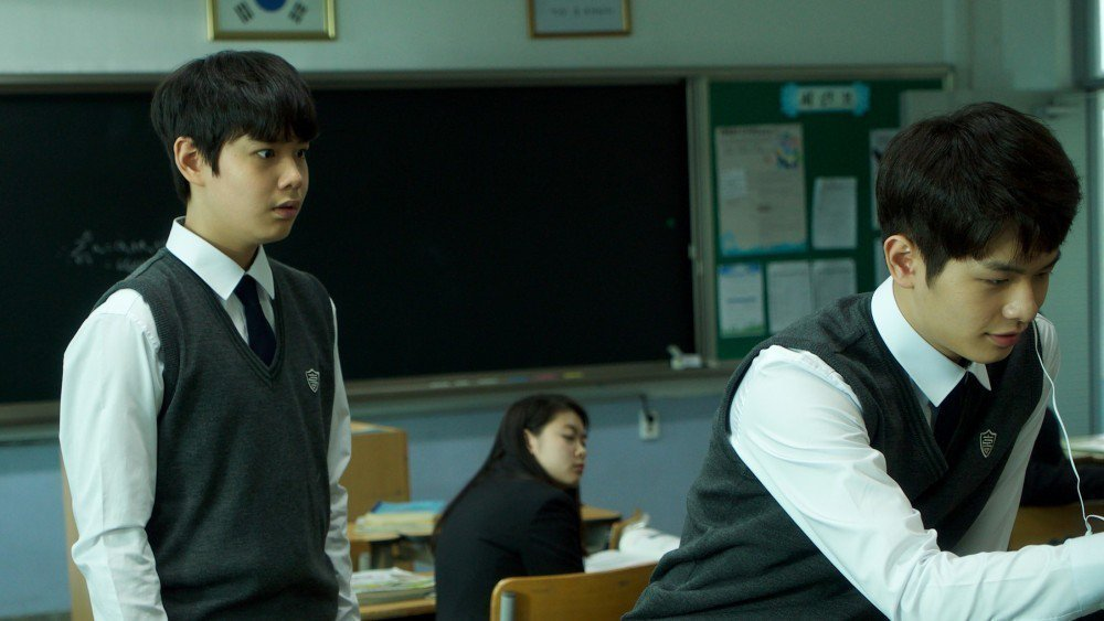 童星出身的鄭允錫(左),在「亞洲怪談」韓國篇有驚人演出。圖/摘自HBO Asia