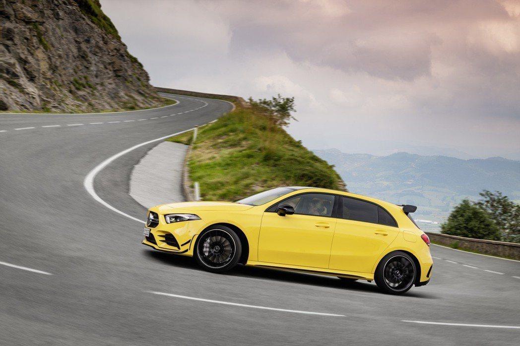 AMG Performance 4MATIC 四輪傳動系統最大可分配前後輪50:50的動力。 摘自Mercedes