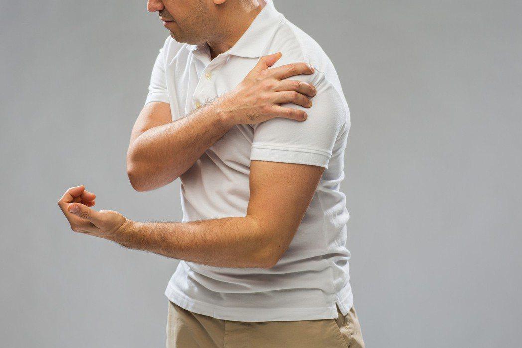 肩部疼痛說大不大,說小也不小,但痛起來總是這邊卡卡、那邊怪怪。圖/ingimag...