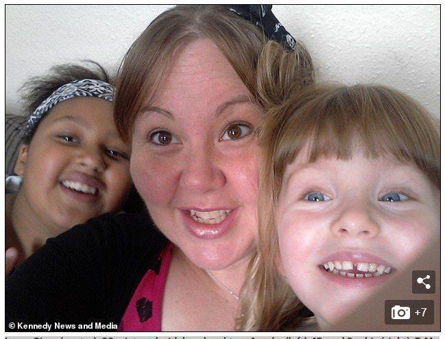 西薩(中)育有2個女兒阿育莎(Ayesha)(左)和蘇菲(Sophie)(右)。...