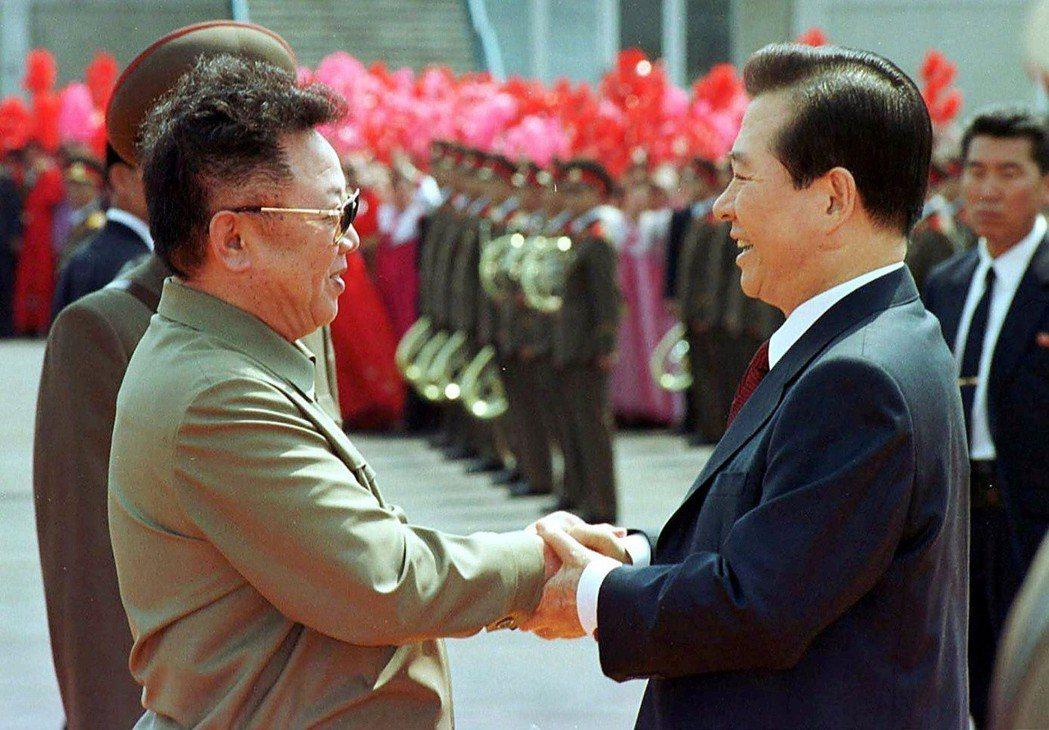 從2000年金大中與金正日首次見面後,至今5回元首會晤,發射禮炮也屬首次。圖為2...
