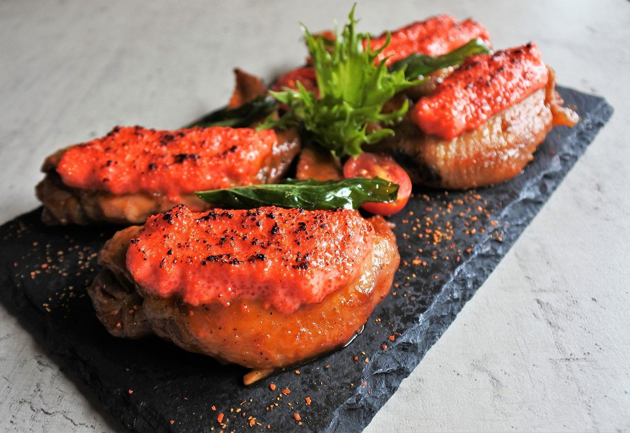 (圖/台灣旅行趣) ▲先滷再烤,上面鋪滿了明太子醬,外皮酥脆,整體些許微辣。