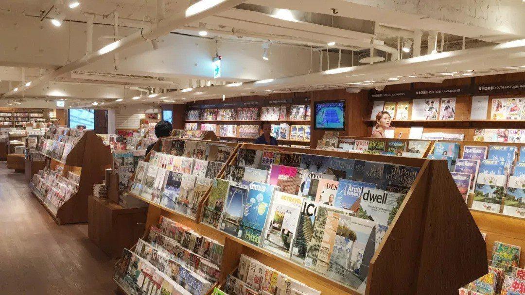 打造「跨文化閱讀發信地」,為全台誠品雜誌種類最齊全的據點,共有2千逾種、近5千本...