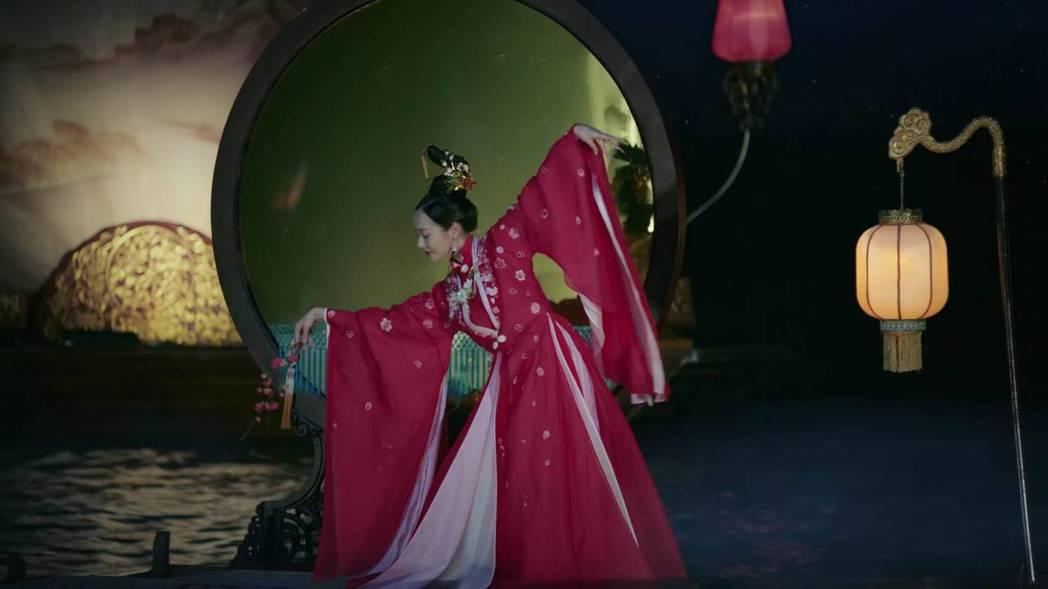 「魏嬿婉」一舞升格為「炩妃」。圖/截圖自愛奇藝台灣站