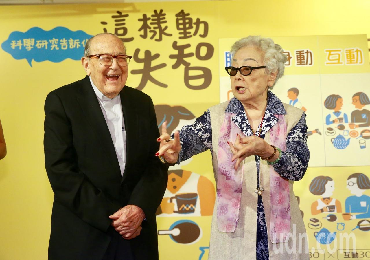 102歲的賴甘霖神父(左)。記者黃義書/攝影