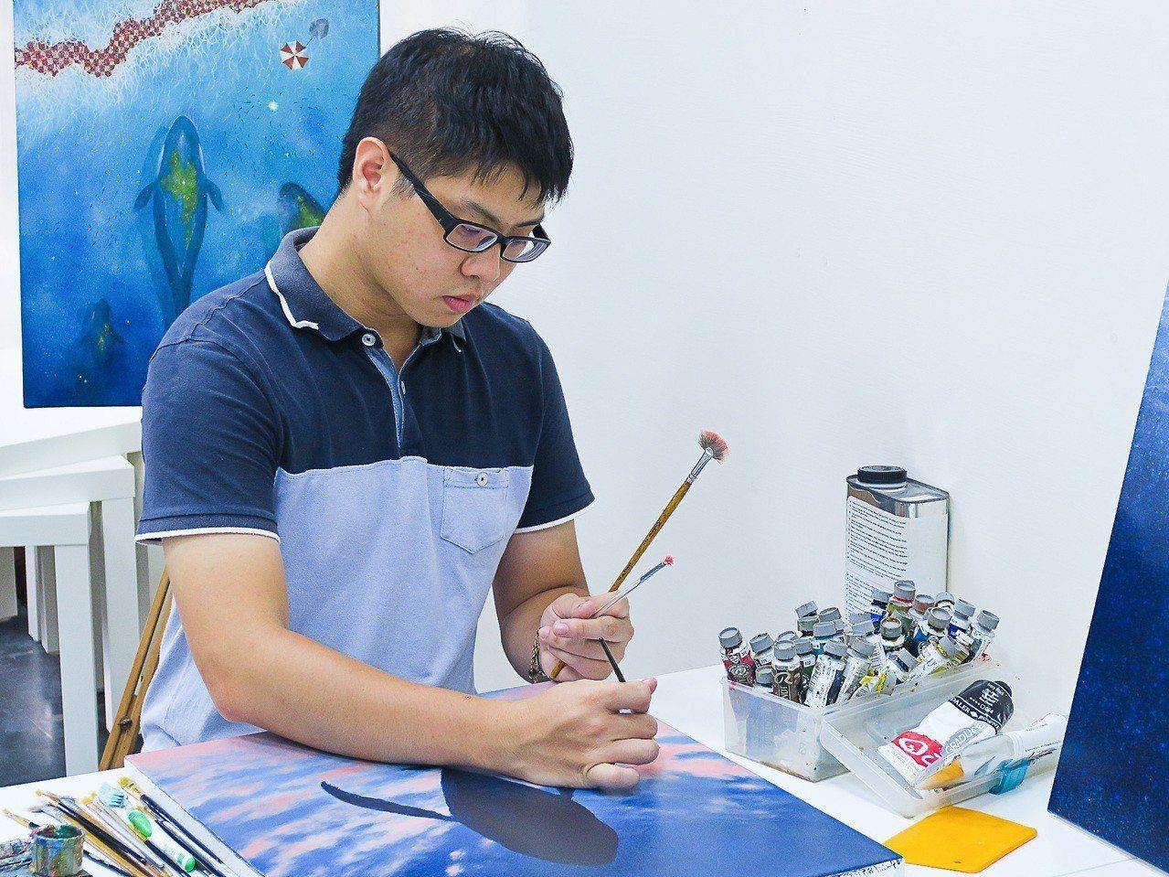 新銳藝術家賴岳宏是去年漾藝博的「紅點王」,作品受到藏者喜愛。記者徐如宜/攝影