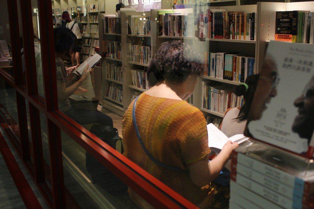 閱讀就是又簡單又可刺激腦部的休閒活動,反觀不愛閱讀習慣的人,罹患失智風險居然高出...