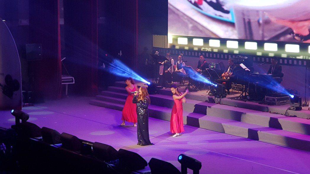 家家18日出席台灣電影經典演唱會時,身材明顯瘦了不少。圖/經紀人提供
