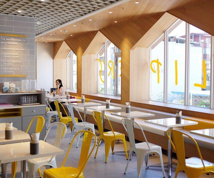 FLIPPER'S以品牌灰色、黃色為主,融入木質溫潤氛圍。圖/記者沈佩臻攝影
