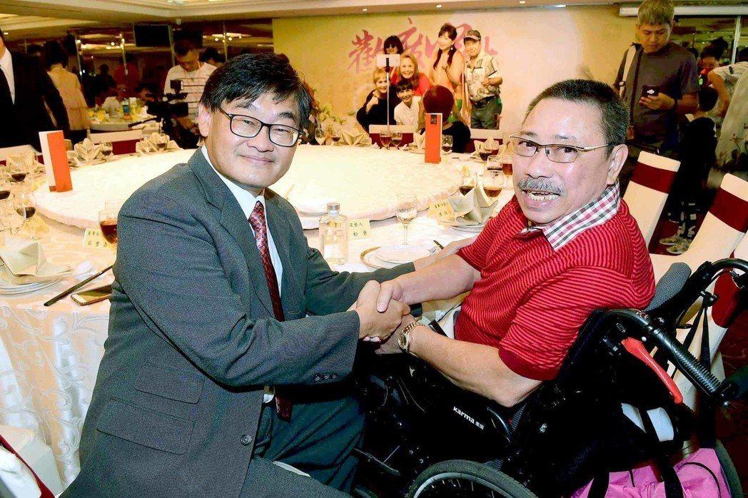 陳松勇(右)怒罵周遊夫妻引發周遊喊告  圖/華視提供
