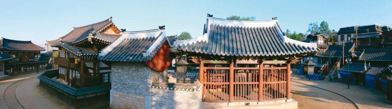 李秉憲和金泰梨主演的「陽光先生」在韓國從開拍前就受到各界矚目,播出後更一舉超越「...