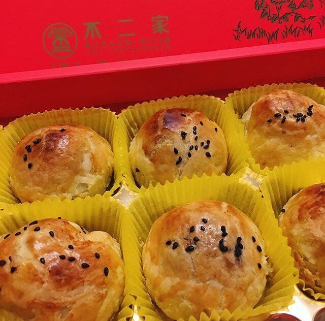「不二家」蛋黃酥以酥酥的外皮為特色。 記者劉明岩/攝影