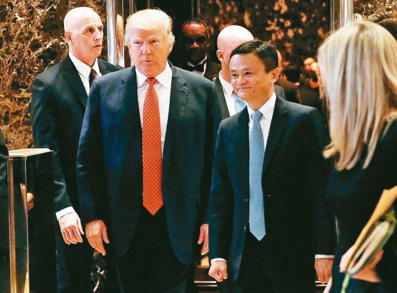 馬雲(右)去年1月會晤川普,承諾在美國創造100萬個就業機會。 路透