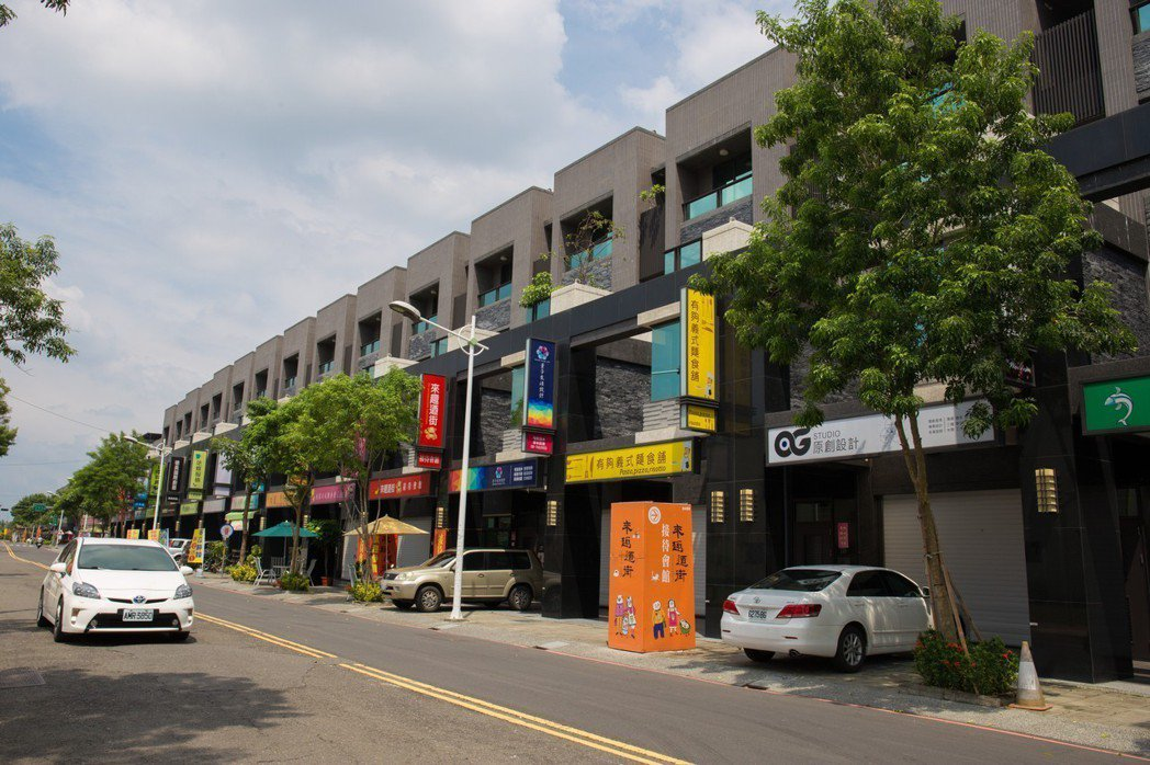 高永建設在屏東崇蘭新商圈,推出精品時尚店墅「來趣迺街」。 攝影/張世雅
