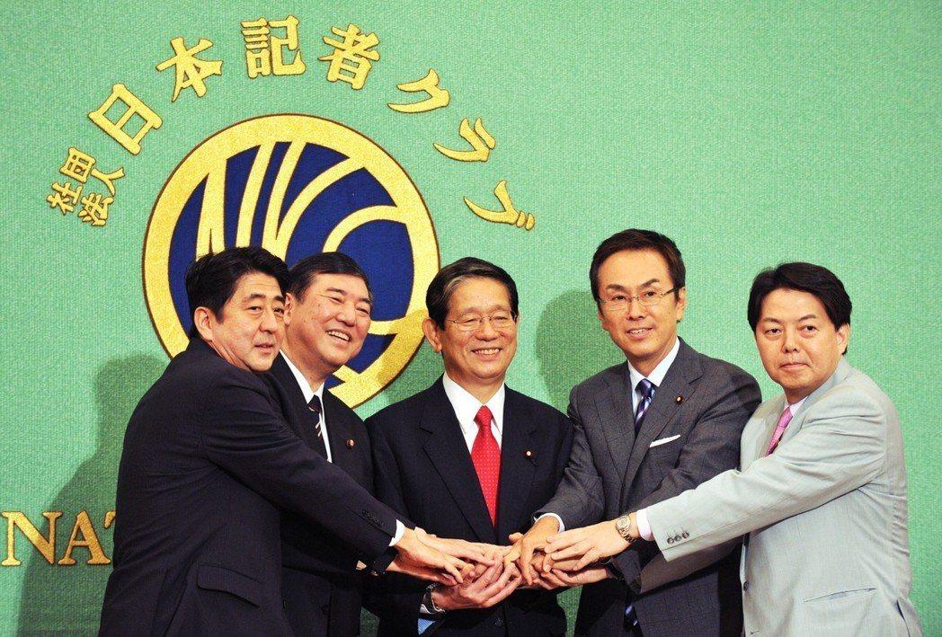 2012自民黨總裁選,由左至右:安倍晉三、石破茂、町村信孝(2015年病逝)、石...
