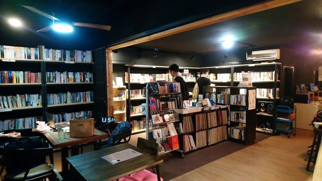 永楽座書店內一隅。攝影/永楽座書店提供