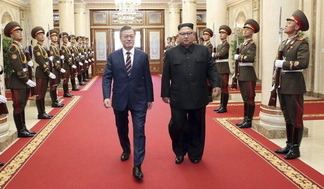 金正恩透過放低身段的發言,承認北韓的不足與缺陷,抬高文總統與南韓的身段,將「硬碰...