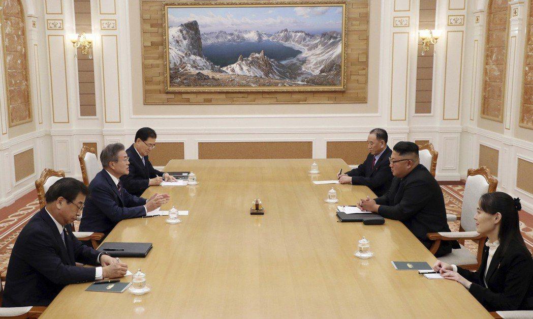 北韓方面有金正恩胞妹、勞動黨第一副部長金與正,以及黨中央委員會副委員長金英徹同行...