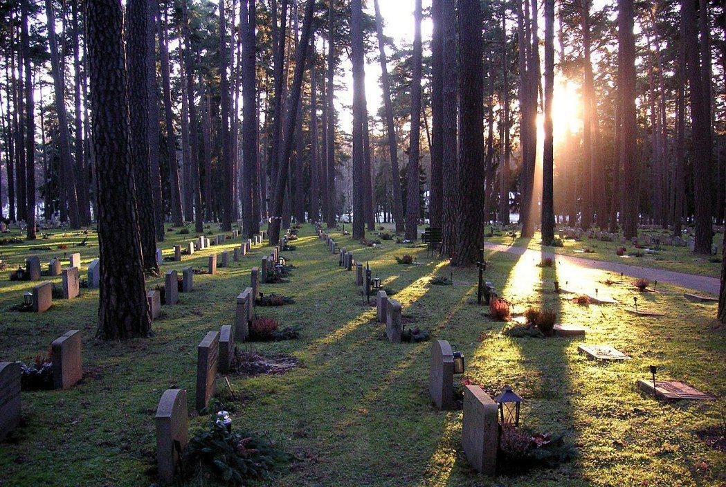 圖為瑞典林地公墓,位於首都斯德哥爾摩南部郊區,1994年被列為聯合國世界文化遺產...