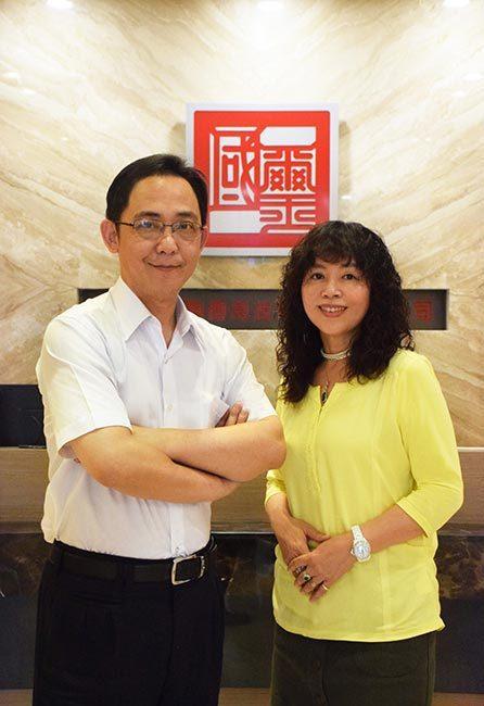 國璽幹細胞董事長莊明熙(左)、執行副總經理邱淳芬(右)