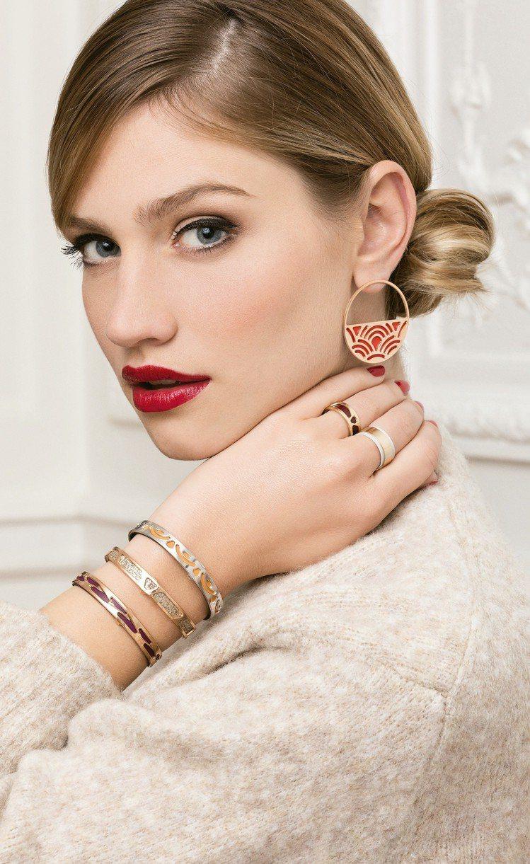 蕾香榭法式魚鱗紋雙色小牛皮革手環、伊比莎紋手環、辮子紋細版手環,各2,660元;...