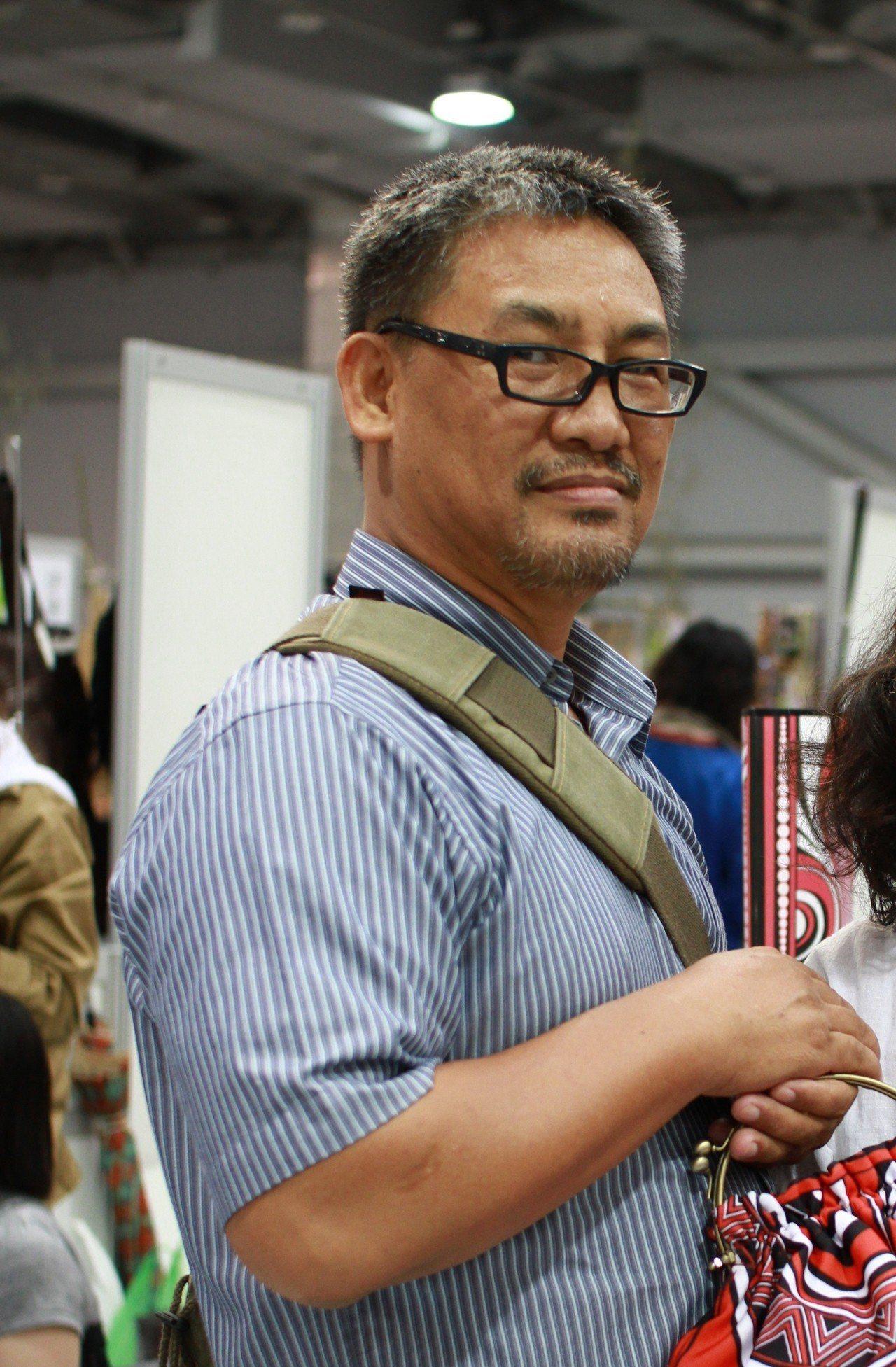 作家巴代獲「2018高雄文藝獎」。圖/高雄市文化局提供