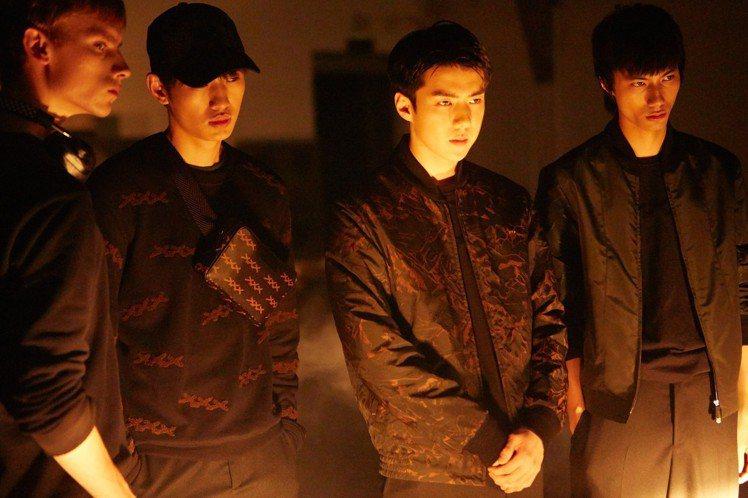 EXO成員世勳拍攝Ermenegildo Zegna XXX系列形象廣告花絮。圖...