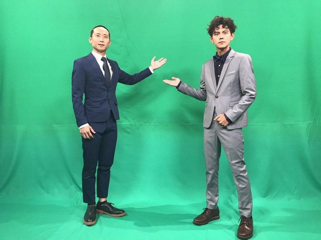 兩人在綠Key前板演練播報。記者葉君遠/攝影