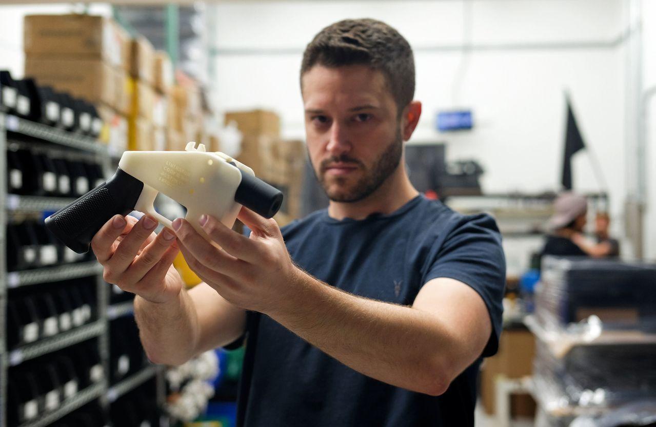 3D列印手槍發明人威爾森因被控性侵罪,日前現身北市中正區租屋。圖/法新社