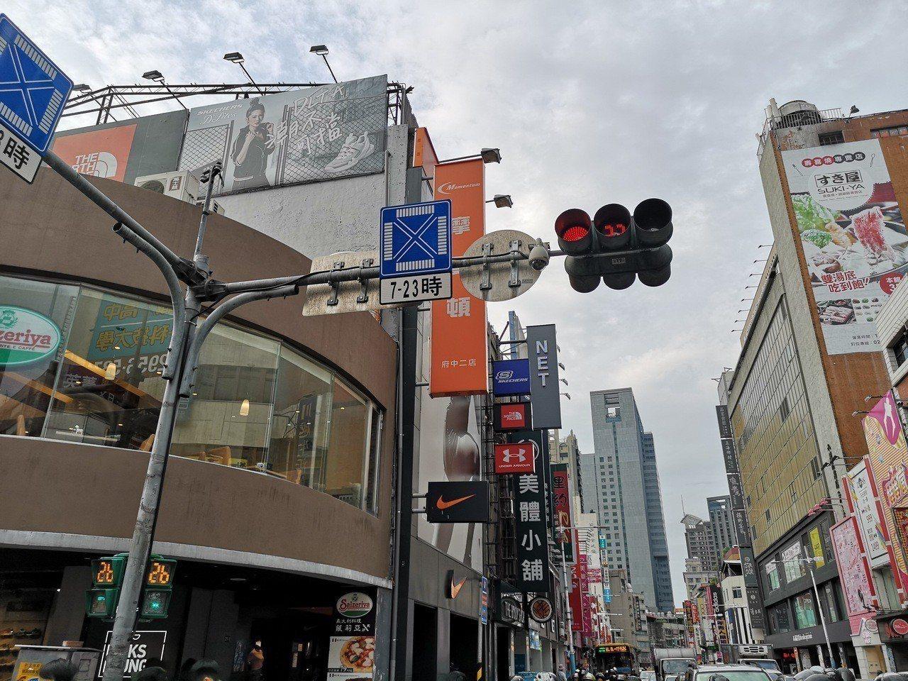 新北製作交通安全宣導影片,介紹圖像化行保輔助標誌。圖/新北市新聞局提供