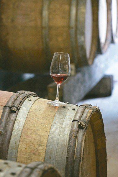 一瓶精彩的葡萄酒除了釀得好喝之外,還須具備地方風土特性。 圖/林裕森