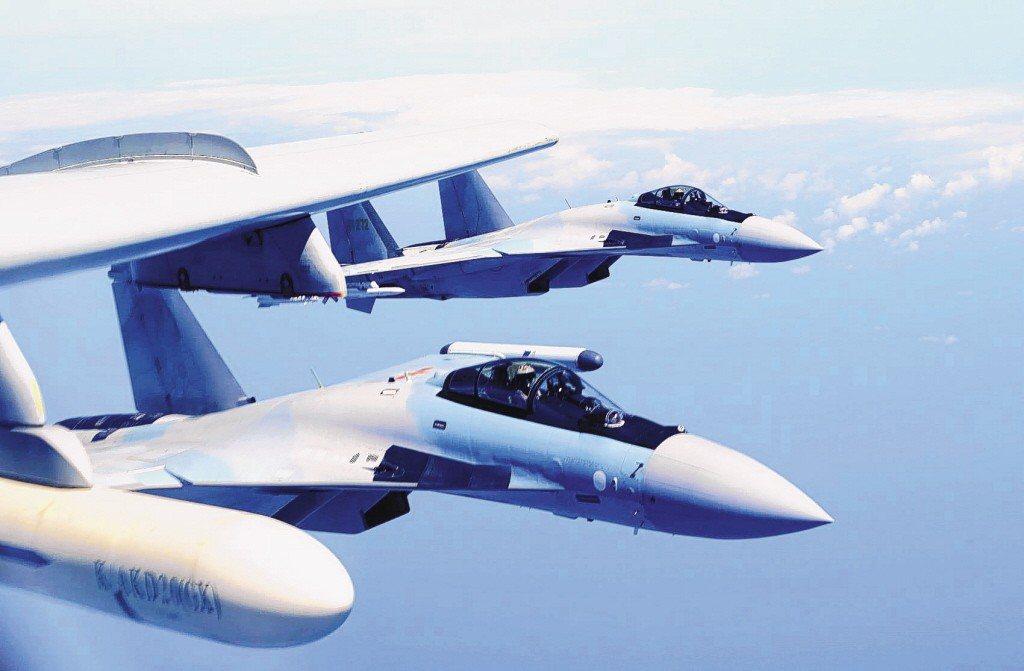 中共中央軍委裝備發展部向俄羅斯軍火出口商購買蘇愷35戰機。 新華社、路透