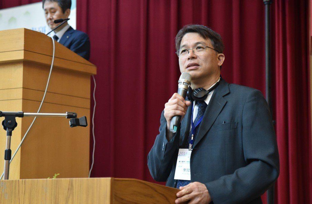 臺北醫學大學附設醫院副院長李冠德為第二場議程主持人。 黃啟銘/攝影。