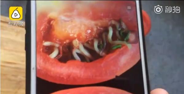 李先生買的蕃茄裡面,切開長滿芽。取自梨視頻