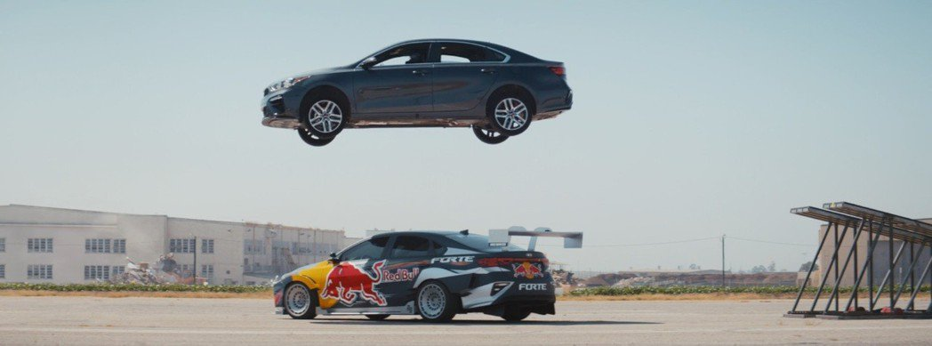 飛起來飛起來了,我的Kia Forte飛起來了! 截自Kia影片