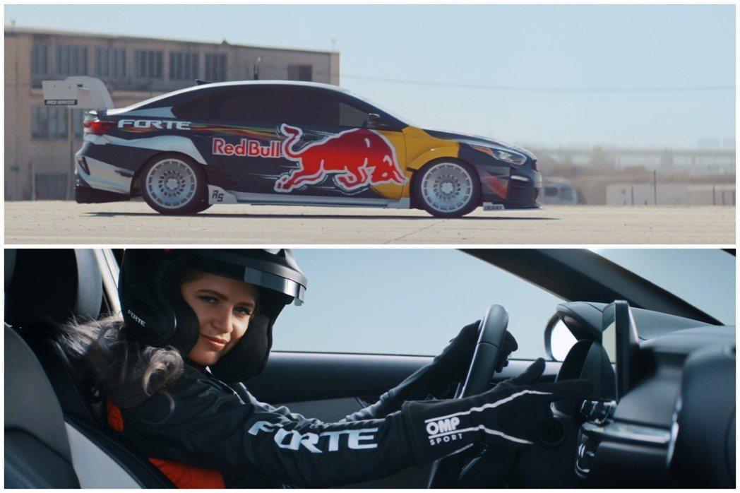 連Forte RedBull賽車也這麼帥!然後Collete Davis回眸一笑這樣對嗎? 截自Kia影片