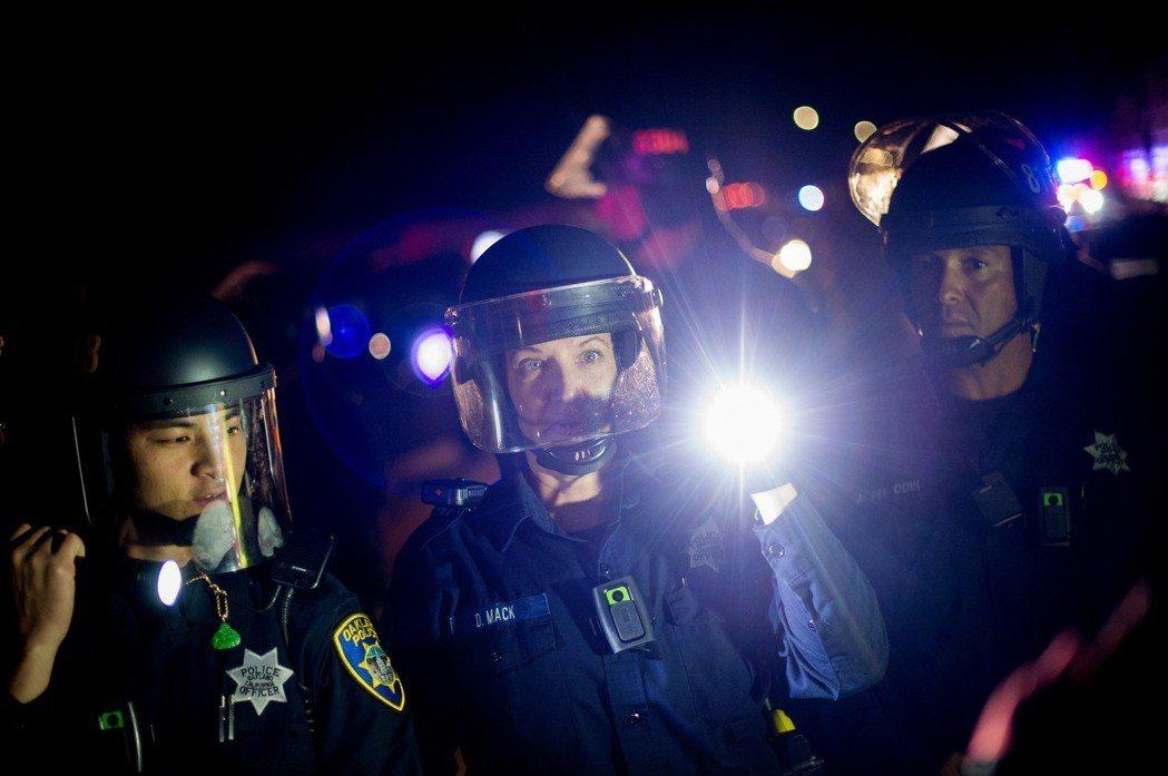 奧克蘭警察也傳出雛妓性交易醜聞,數年來警方也嘗試做出改革、重整警察實際執勤的訓練...
