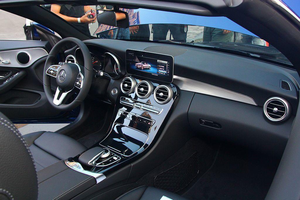 座艙設計中小改款賓士C-Class更針對科技、便利性與人體工學等面向大幅進化。 記者張振群/攝影