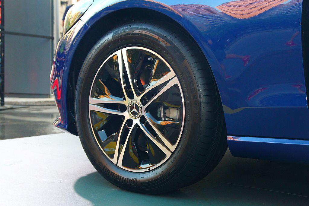 新輪圈造型有助降低油耗的低風阻空氣力學設計。 記者張振群/攝影