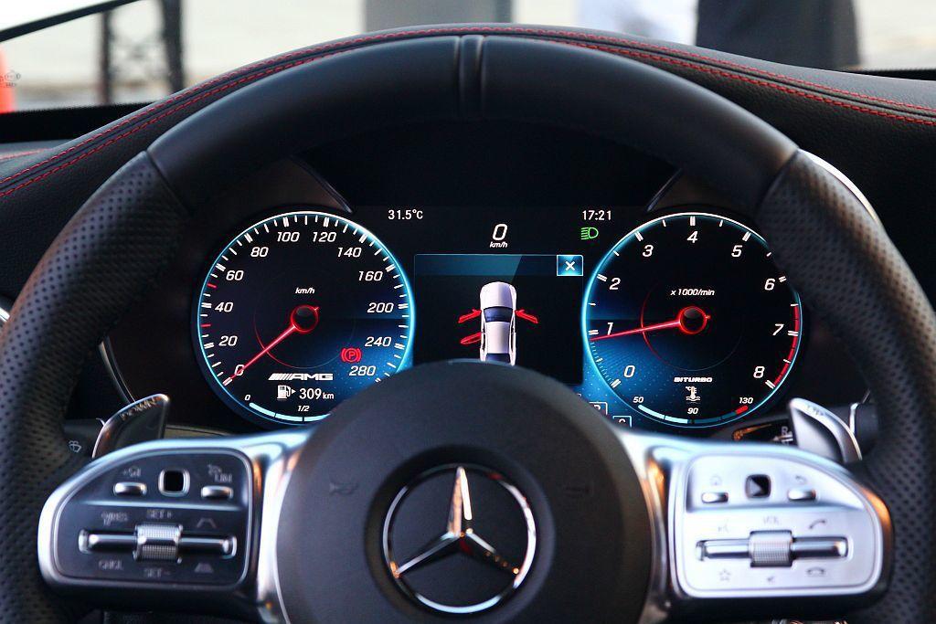 除配備5.5吋儀表數位顯示幕的車型外,更有最大12.3吋寬螢幕數位儀表可選。 記者張振群/攝影