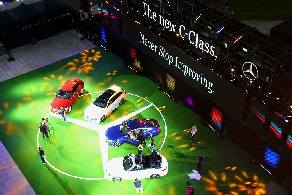 台灣賓士首度全家族車型完整同步發表,包含Sedan四門房車、Estate五門旅行...