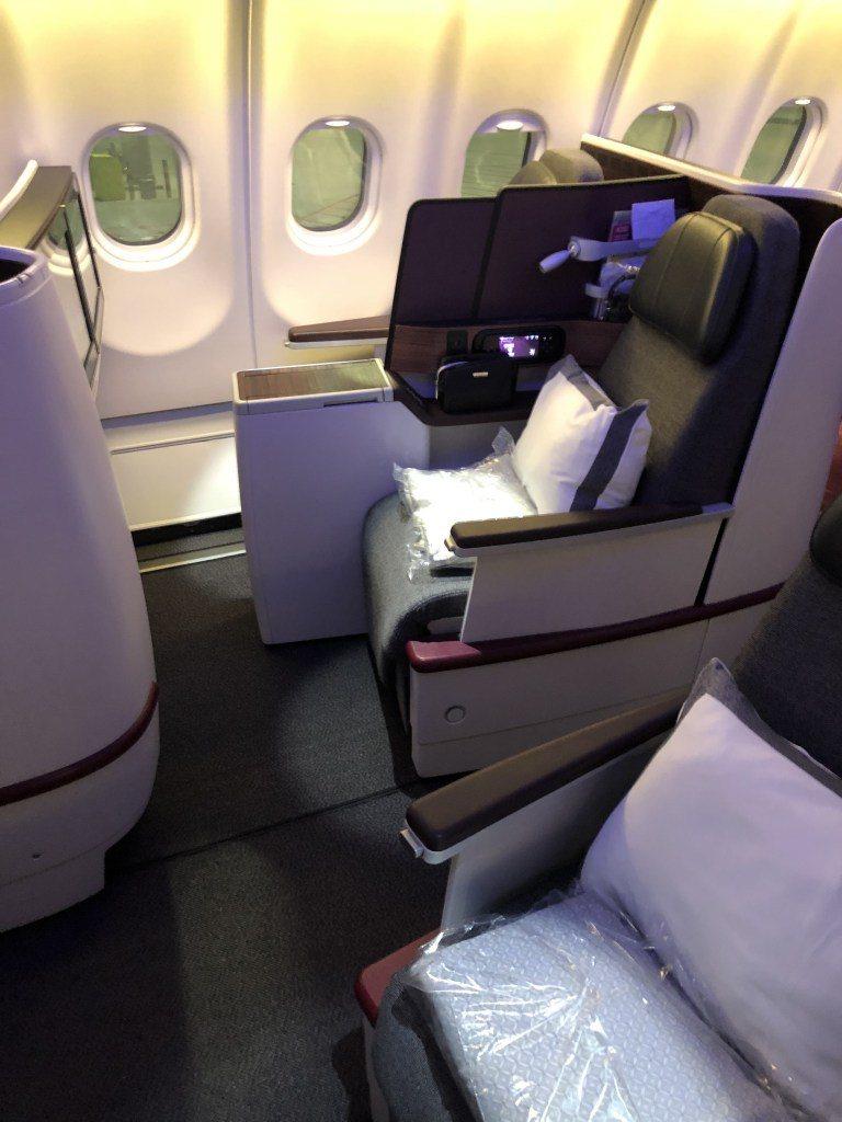 先前搭乘卡達航空 (Qatar Airways) 的商務艙,到達胡志明市,過一夜...