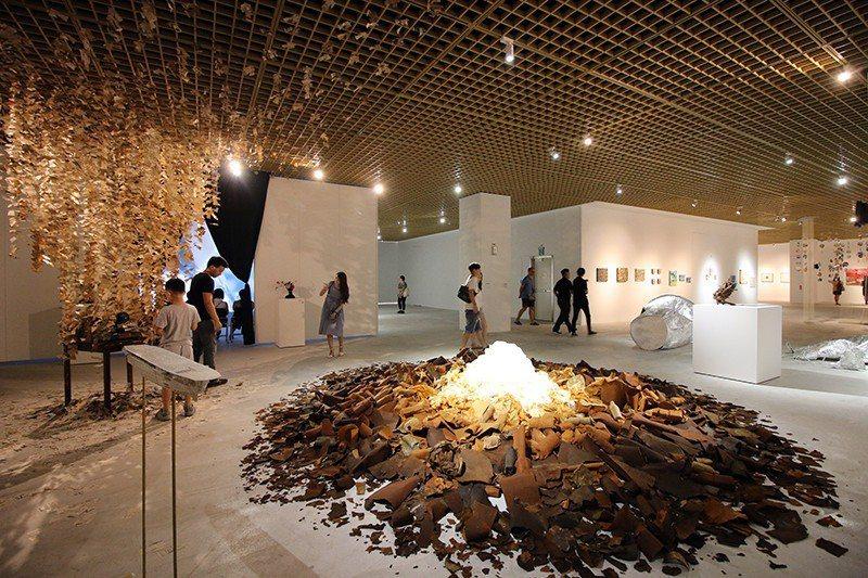 至9月底前展出「東京幻境―日本當代藝術展」。  攝影 行遍天下
