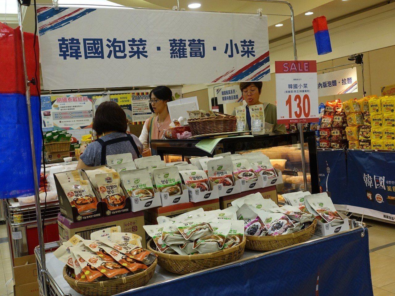 屏東太平洋百貨推出為期11天的韓國美食物產展。記者翁禎霞/攝影