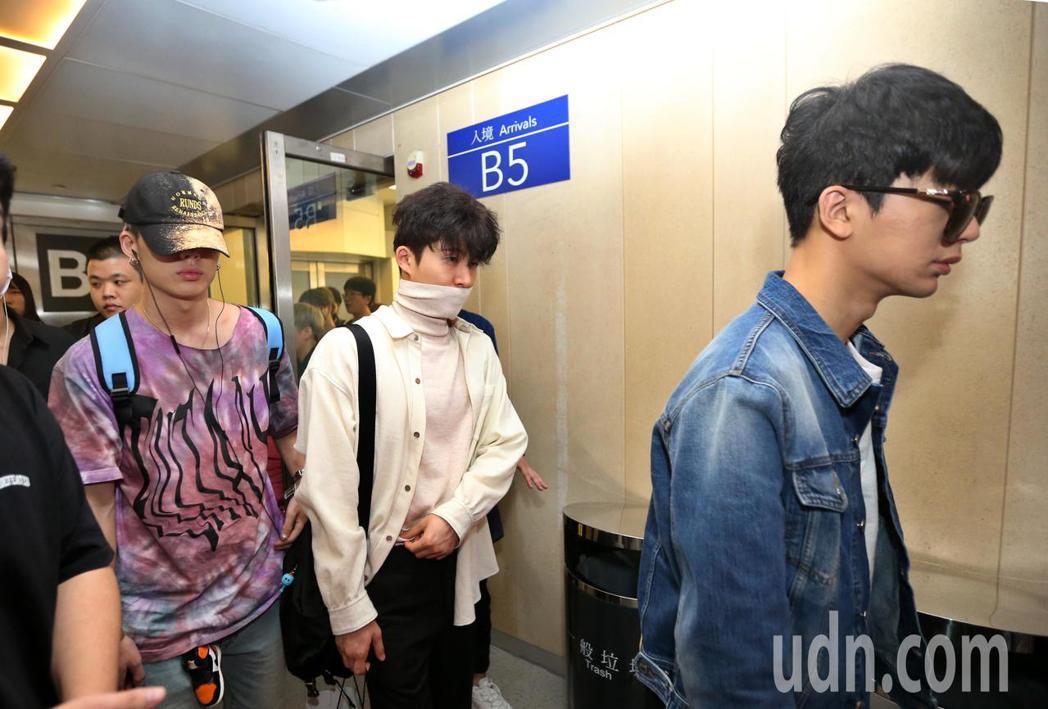 韓團「iKON」抵台。記者鄭超文/攝影