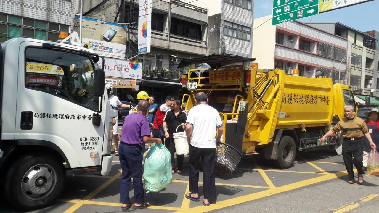 中秋節三天連假到來,台中市環保局加強垃圾收運服務,清潔隊在9月23日例休、24日...